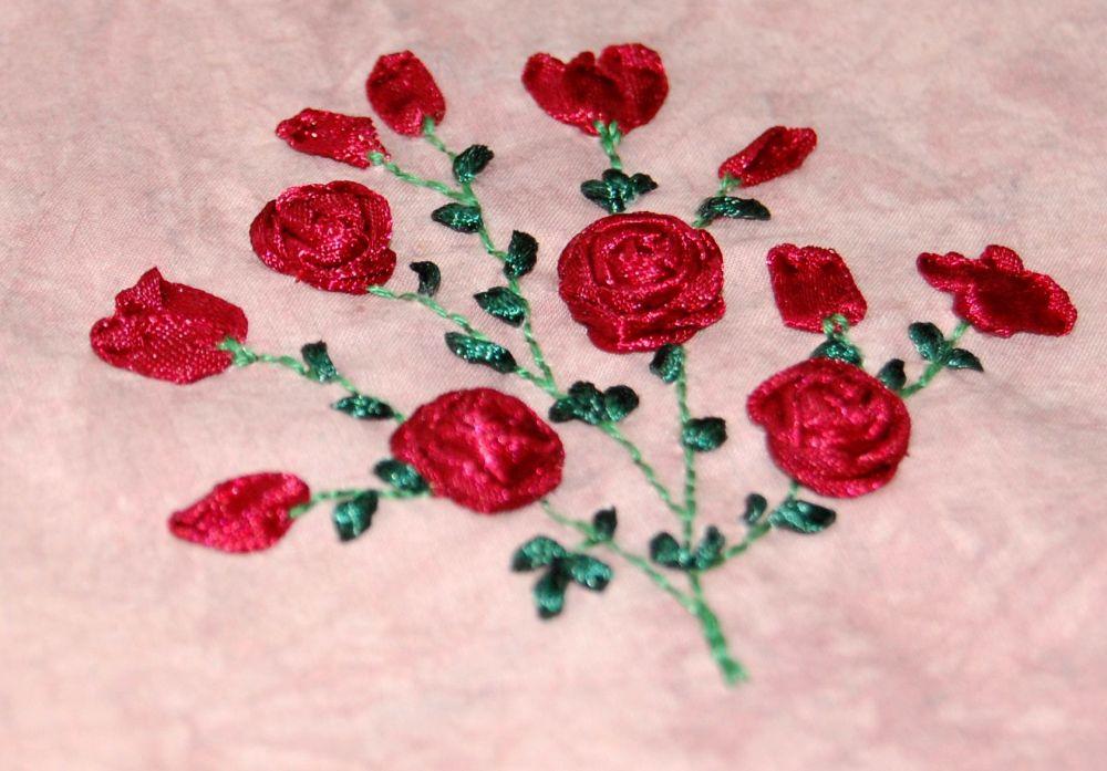Rózsacsokor - szalaghímzés