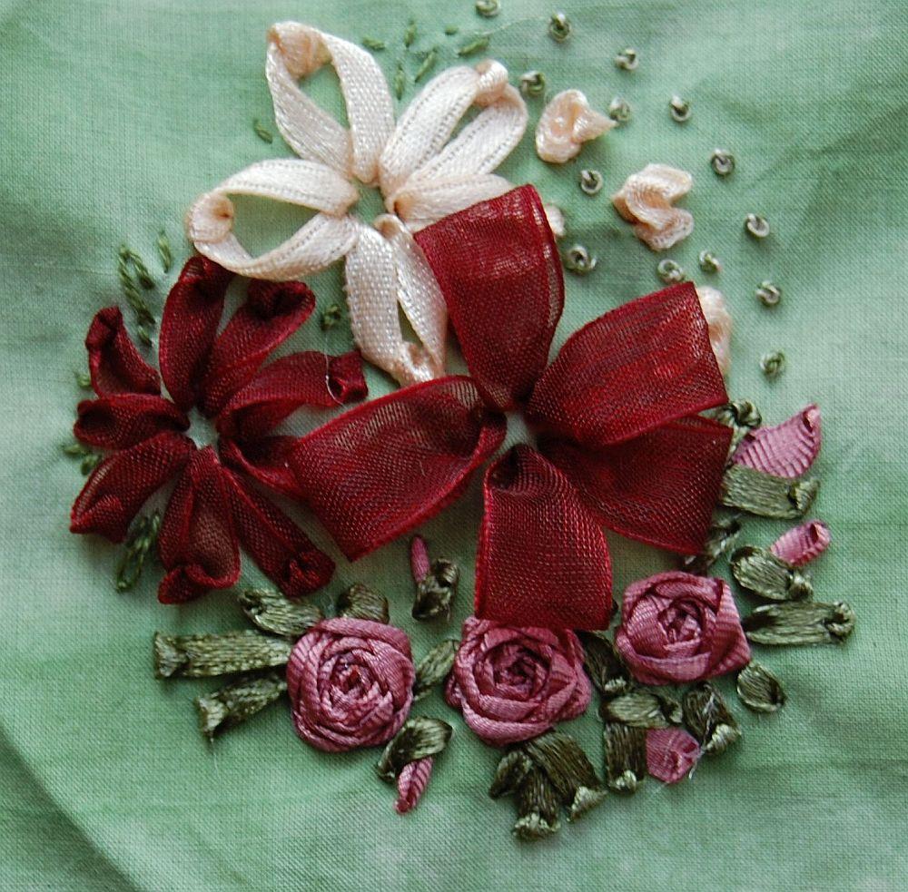 Virágos csendélet - bordó - szalaghímzés