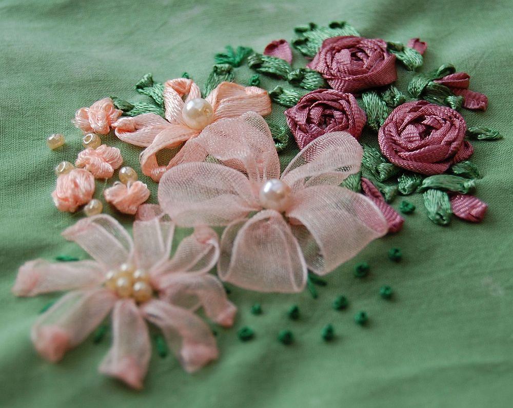 Virágos csendélet - rózsaszín - szalaghímzés