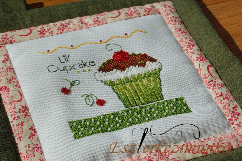 Debbie Mum keresztszemes Mill Hill gyöngyökkel Cupcake