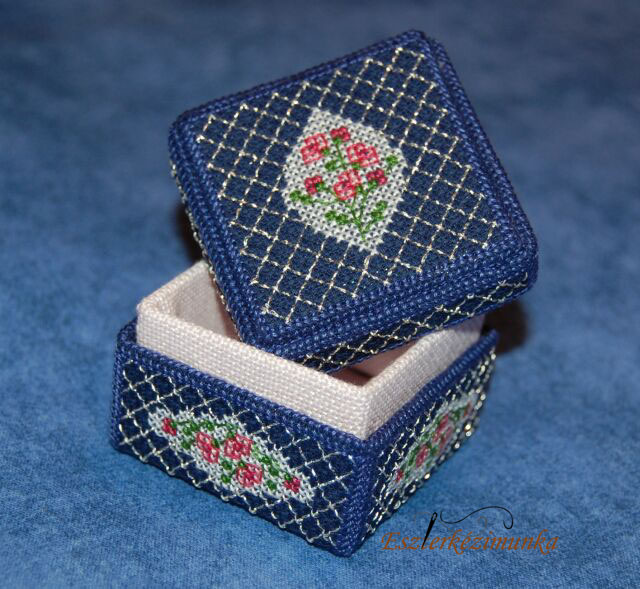 3d keresztszemes Rózsaágas dobozka - 3d cross stitch