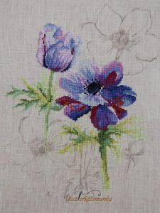 Lila keresztszemes virágok előre festett vásznon (Lanarte)