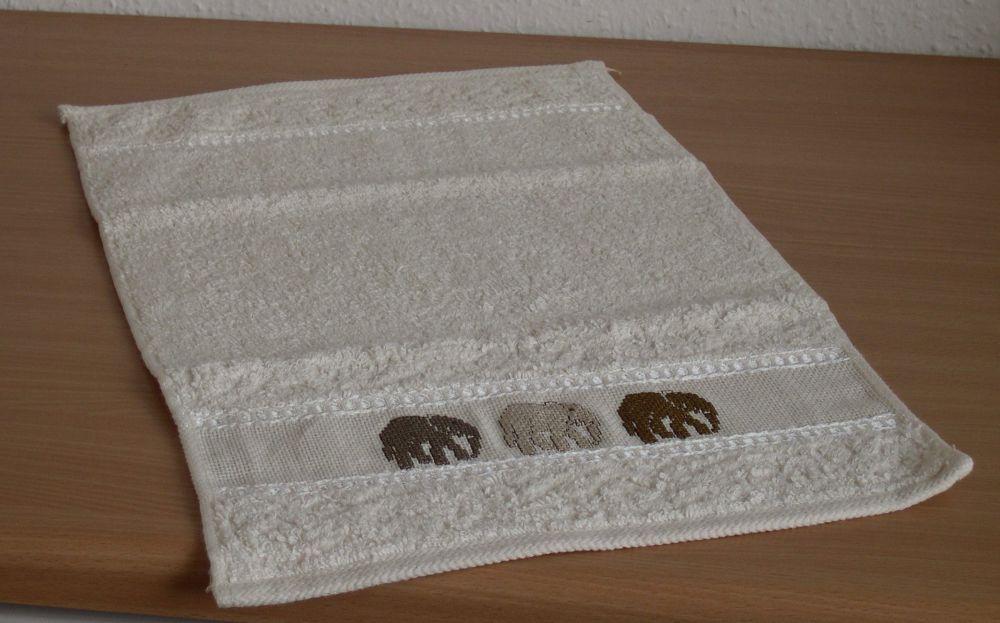 Elefántok - keresztszemes kéztörlő