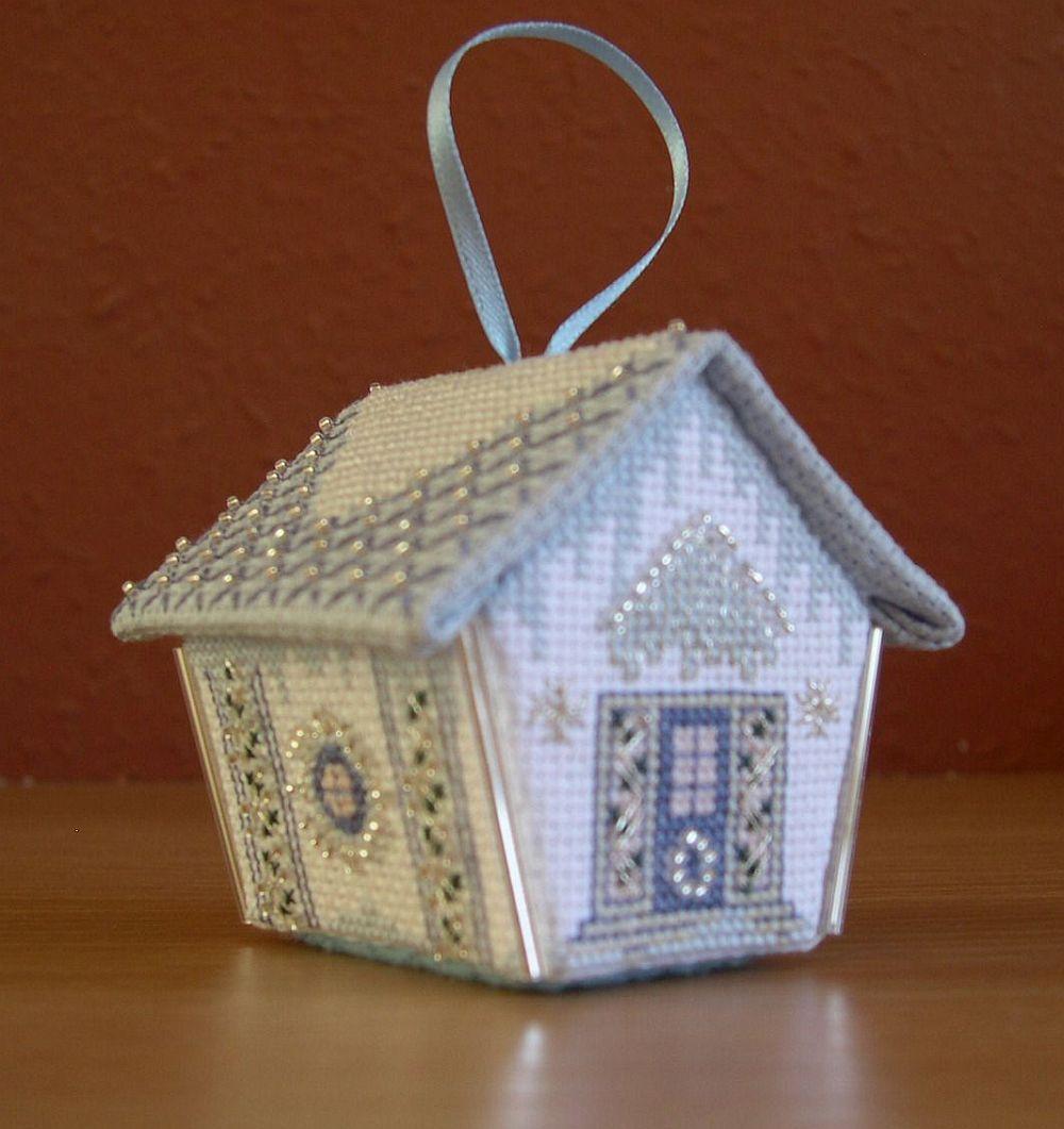 Kék-ezüst mézeskalács-házikó - 3D keresztszemes karácsonyi dísz
