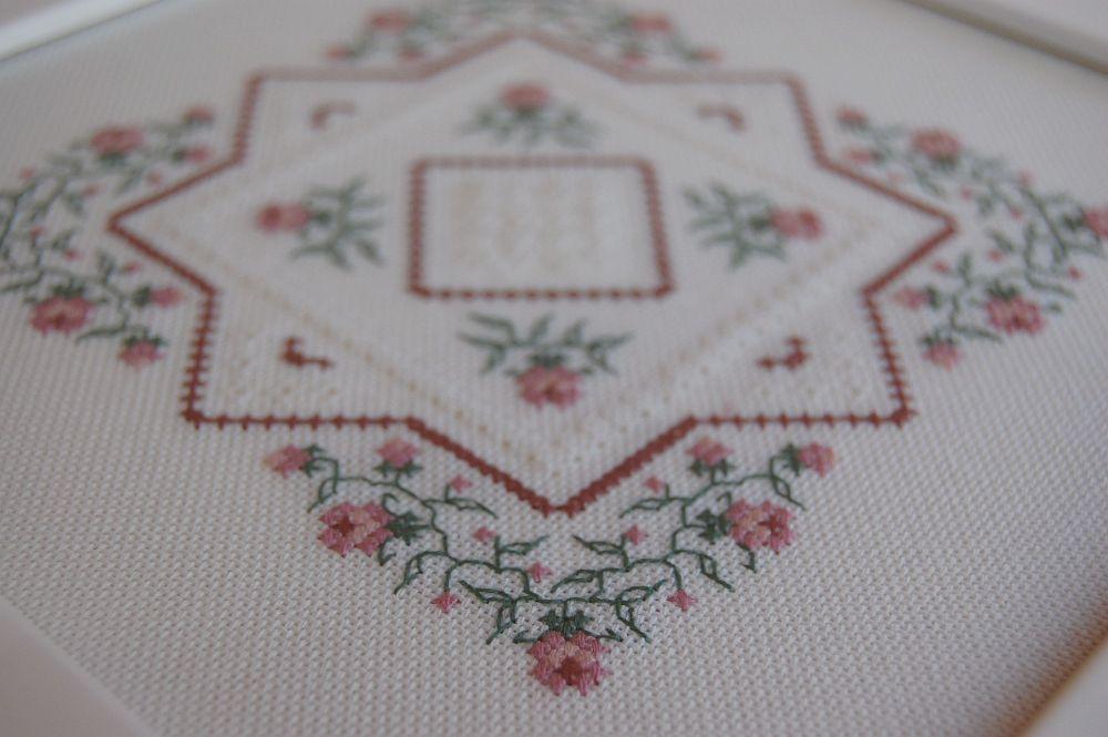 Rózsák fehér alapon - keresztszemes