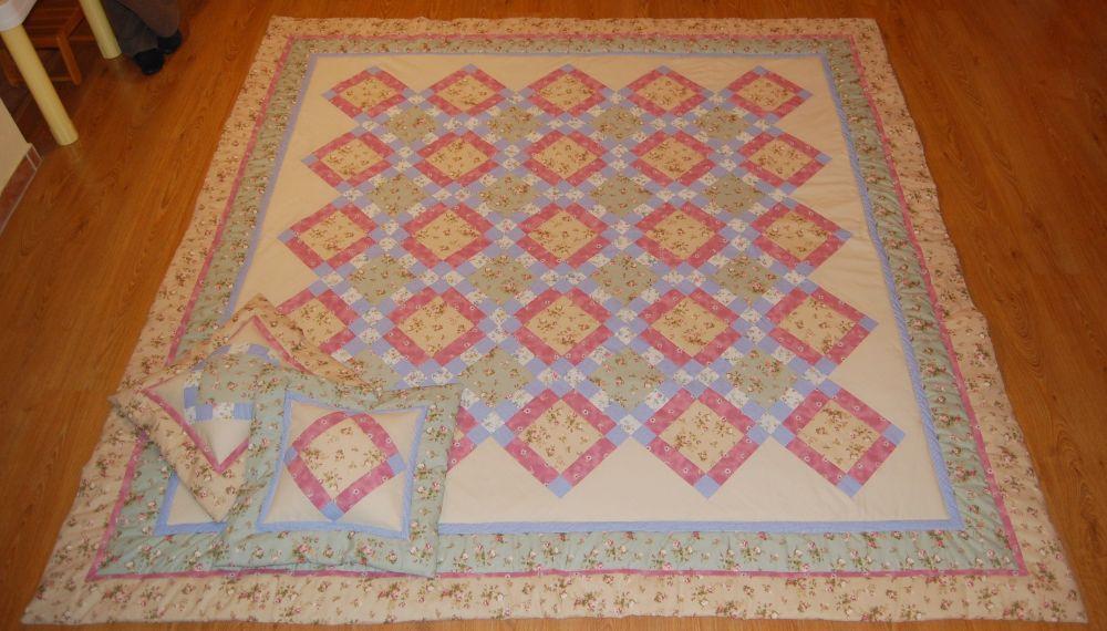 Franciaágy-takaró pasztell színekkel