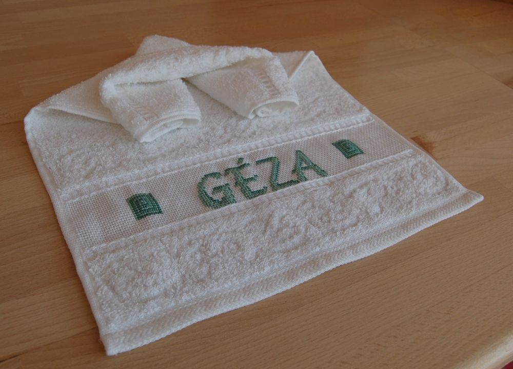 Géza - keresztszemes kéztörlő