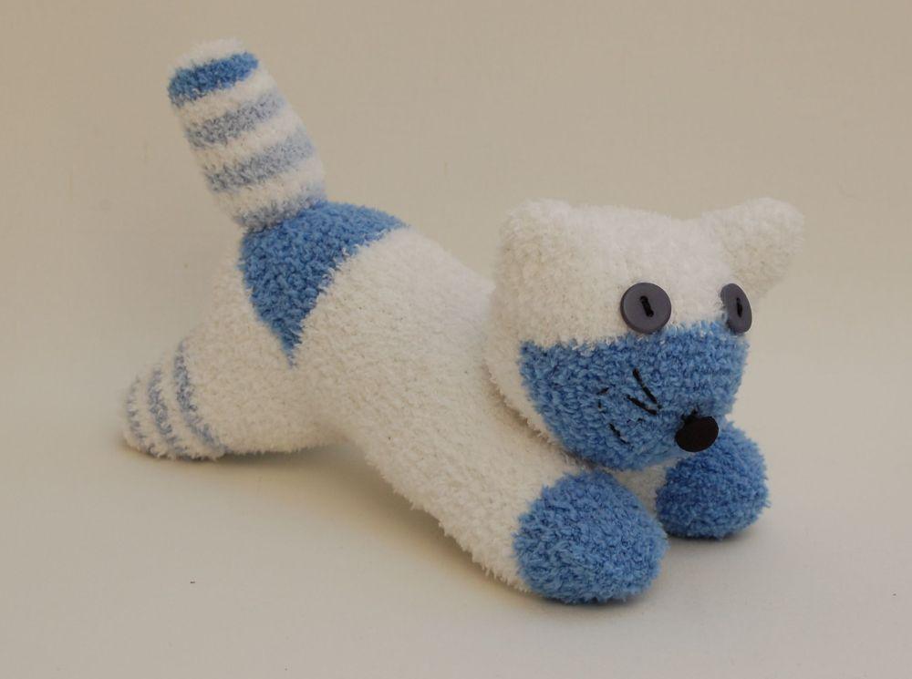 Doromboló kiscica zokniból
